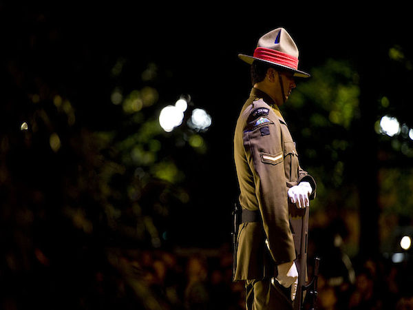 1-800px-ANZAC_Day_Dawn_Service_at_Wellington_Cenotaph_-_Flickr_-_NZ_Defence_Force_(6)-1
