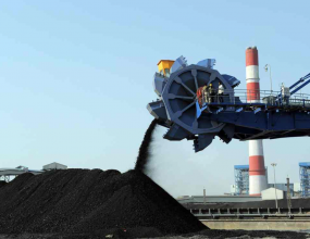 Isabel Avina looks at the Parallels of the Adani Carmichael..