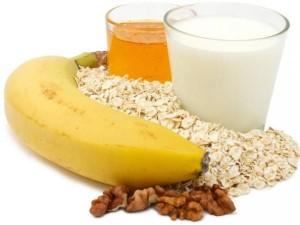 8-diy-oatmeal-milk-banana-and-honey-face-mask-L-clkJ_q