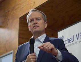 Bill Shorten talks politics big and small with Craigieburn..