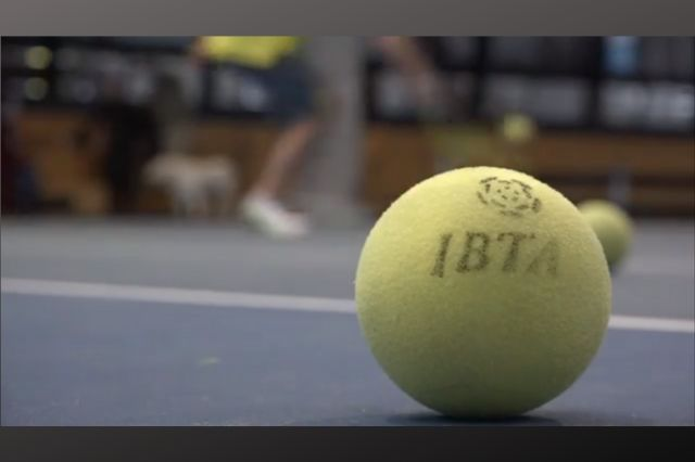 Video: Blind tennis serving up a storm
