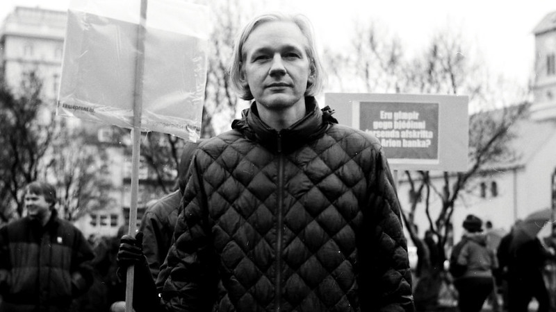 Lawyers call to halt the extradition of Julian Assange