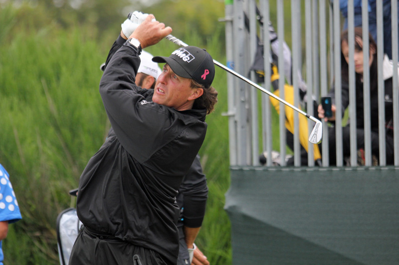 Mickelson defies history to win PGA Championship