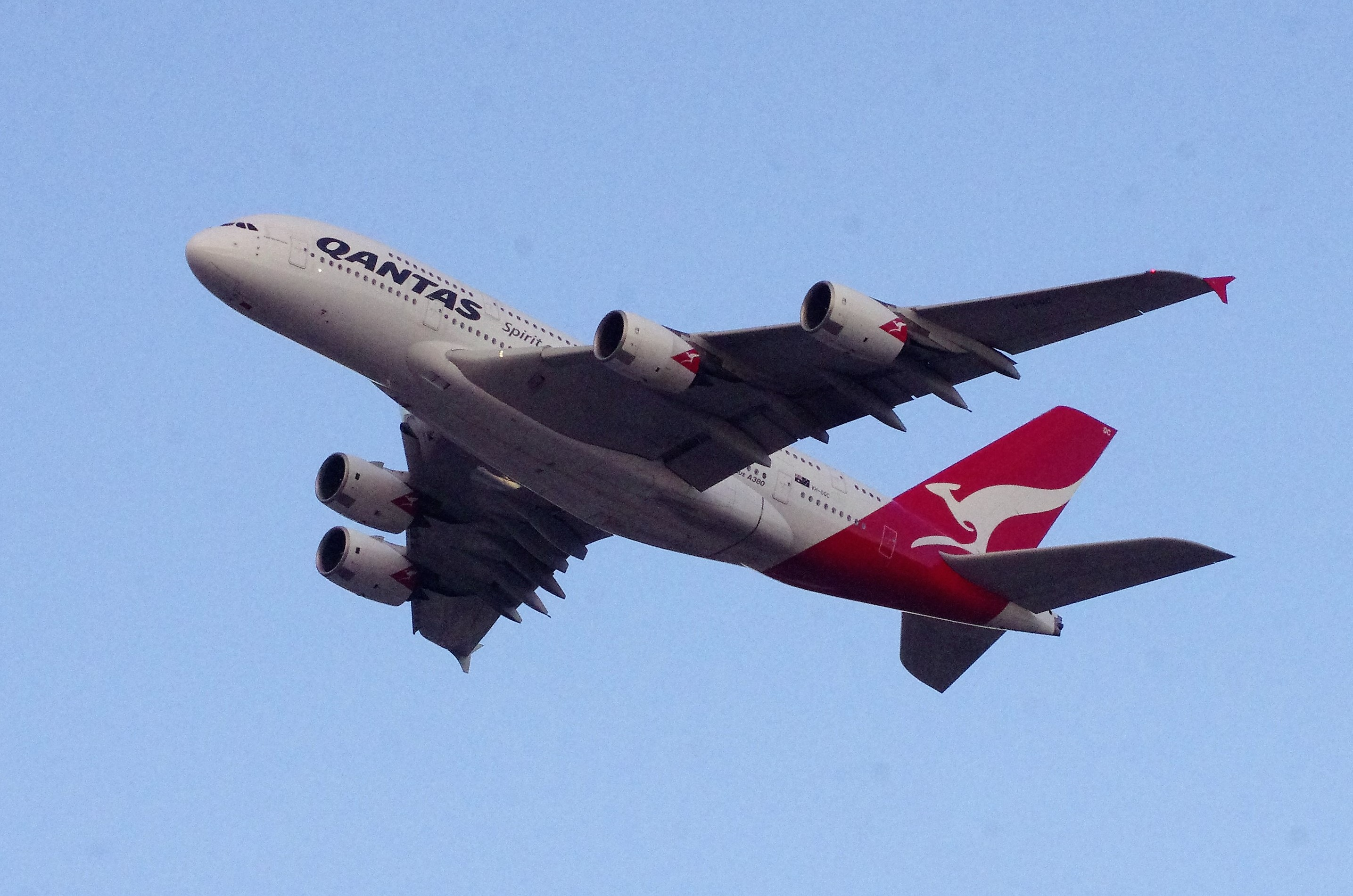 Qantas offers incentives for fully vaccinated Australians